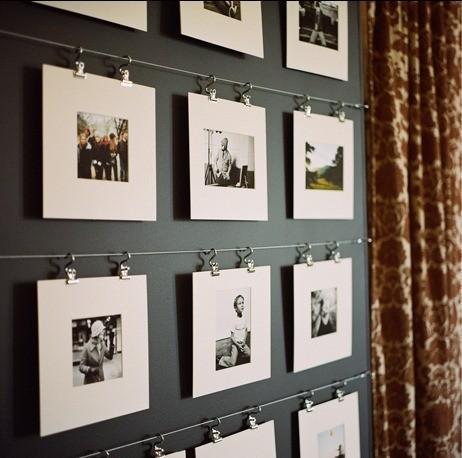fotografii agatate pe perete