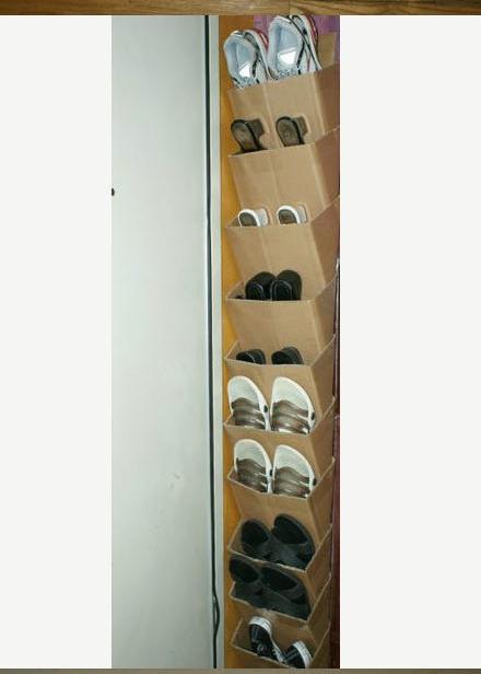 rafturi etajate din cutii de carton