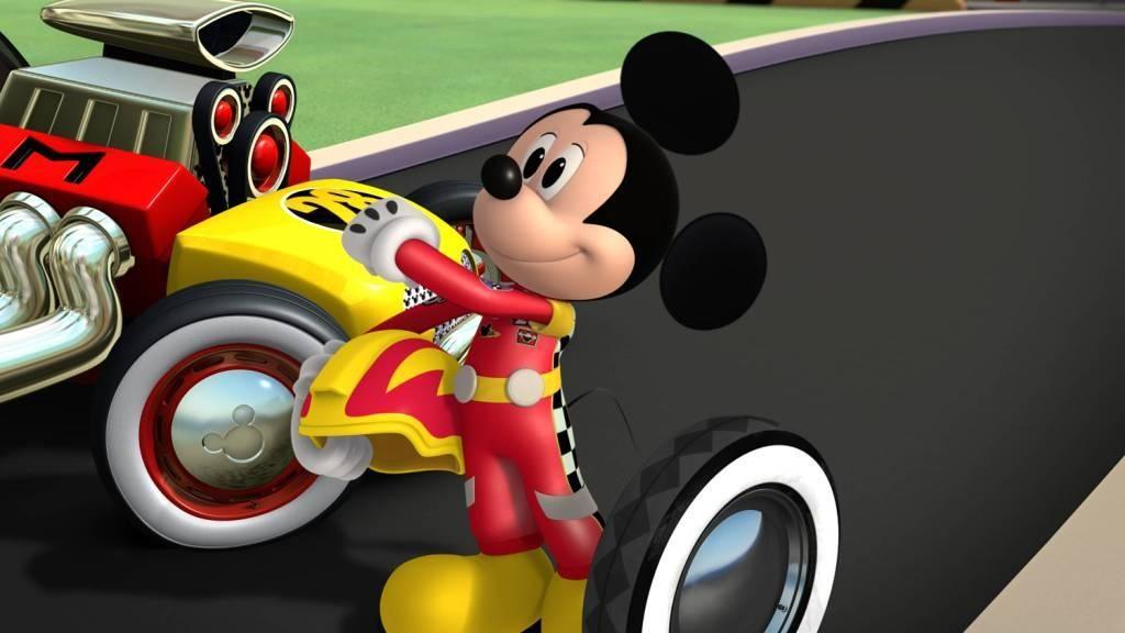 mickey si pilotii de curse Disney softblog