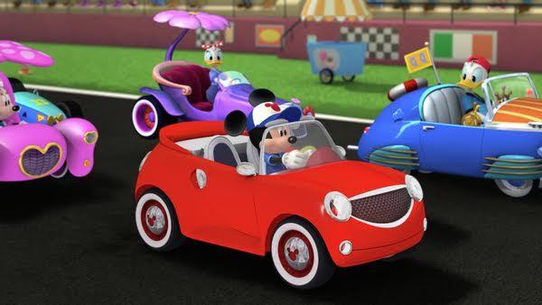 logo mickey si pilotii de curse