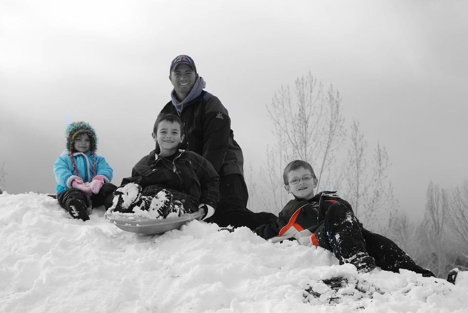 familie fericită iarna