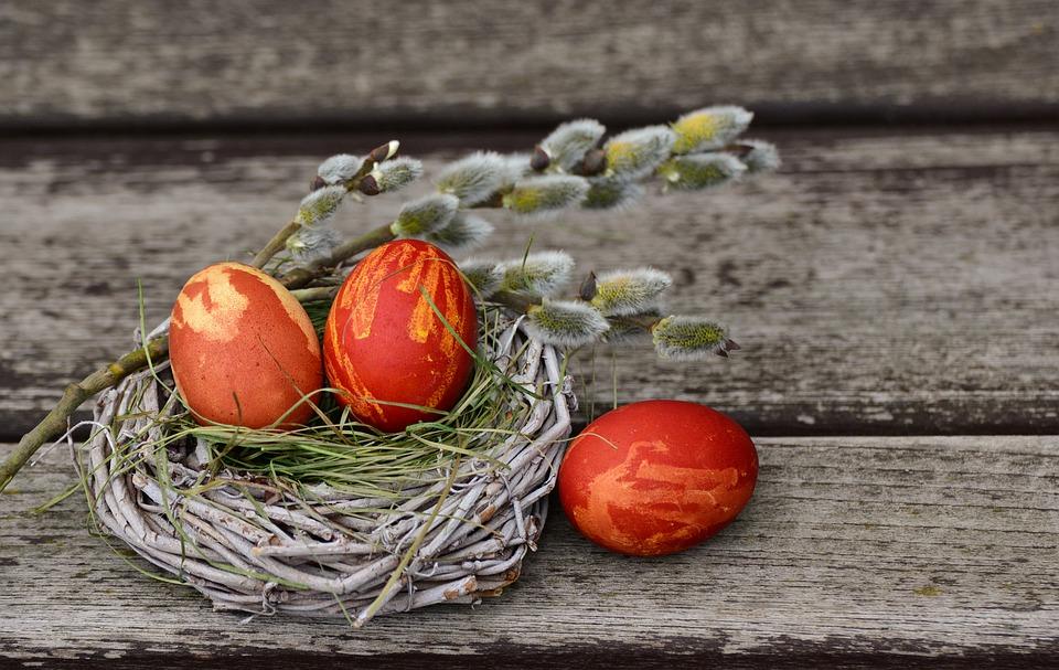 vopsești ouăle de Paști