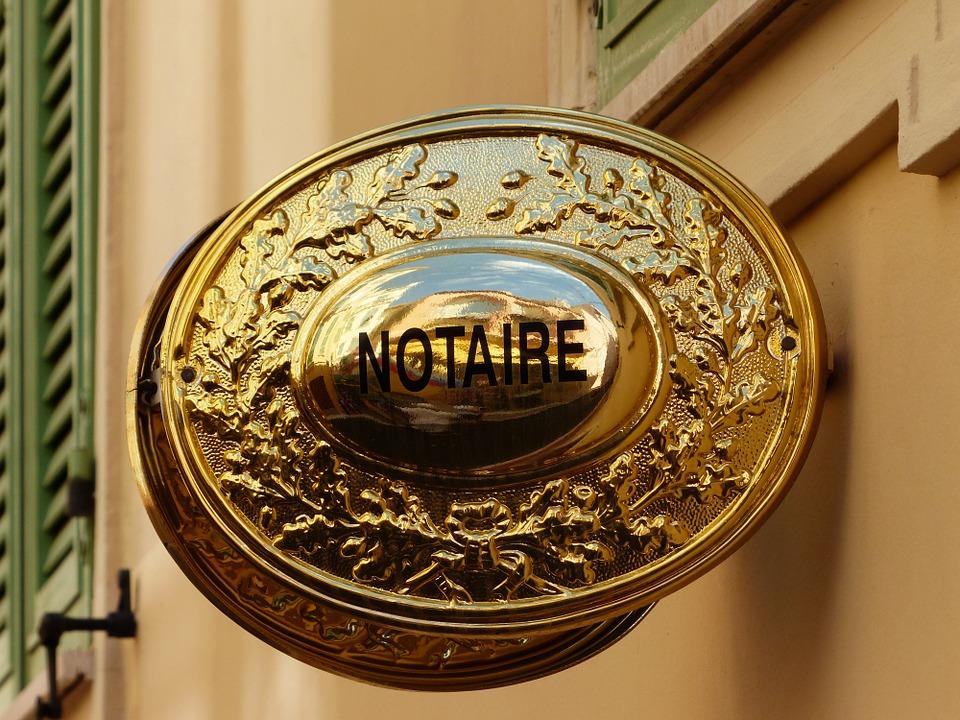 serviciile unui notar