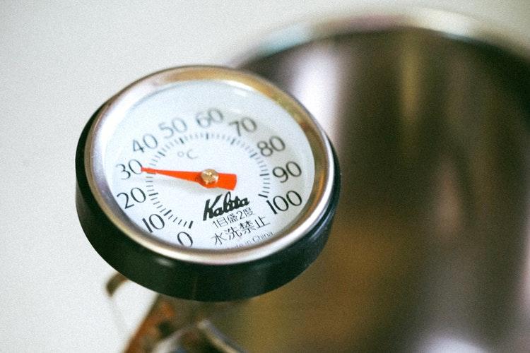 calibrezi un termometru de bucătărie
