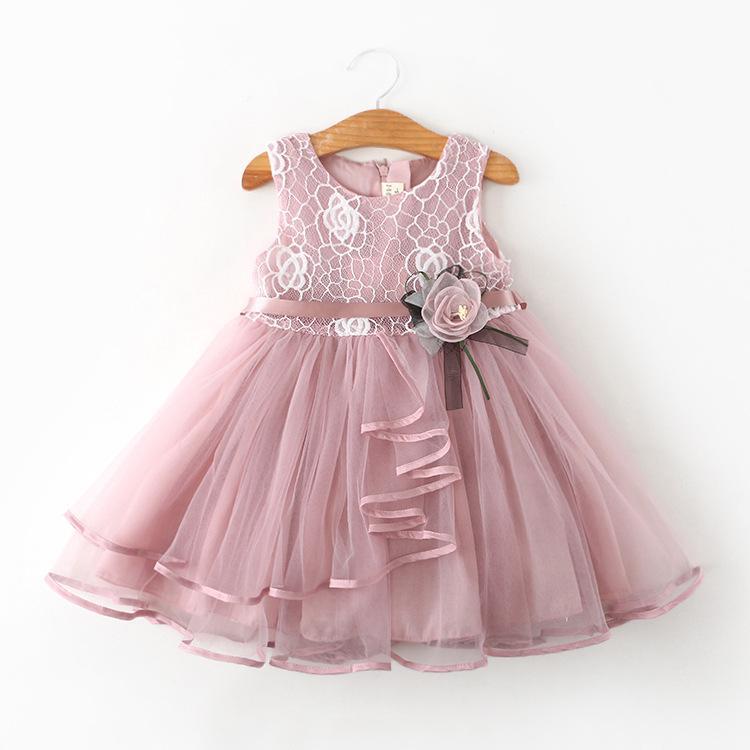 rochie din dantelă și voal roz