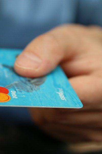 cardul de debit