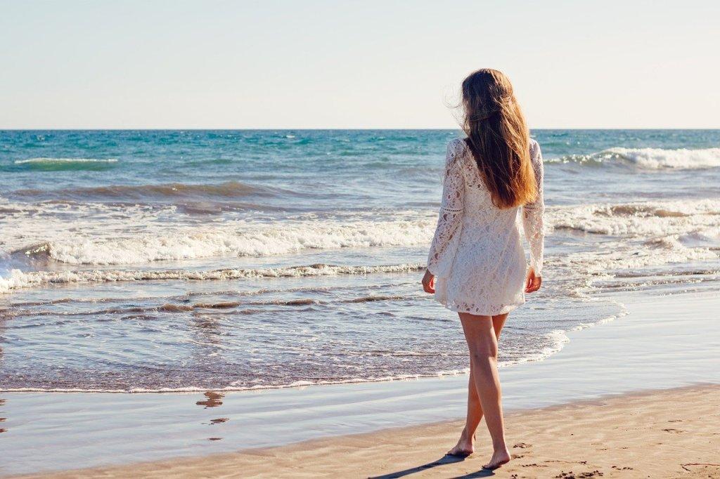 îngrijești părul la mare